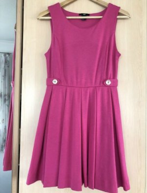 Sommerkleid in trendigem Farbton