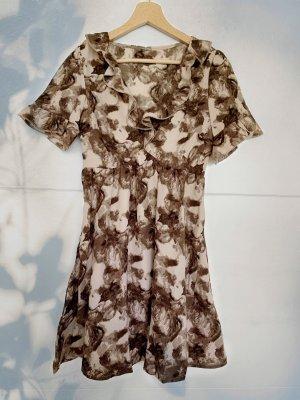 Sommerkleid mit Blumenmuster - Rüschen
