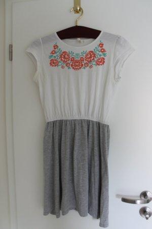 Sommerkleid mit Blumenornament