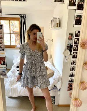 Sommerkleid mit Blumenprint NA-KD neu