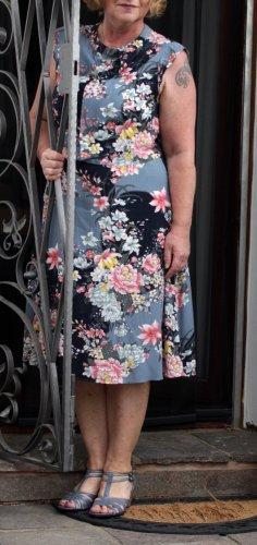 Oasis Robe mi-longue bleu foncé-rose clair viscose