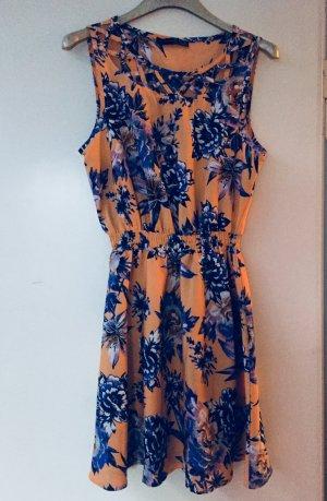 Sommerkleid mit Cut Outs am Ausschnitt