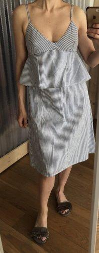 Sommerkleid mit feinen Streifen