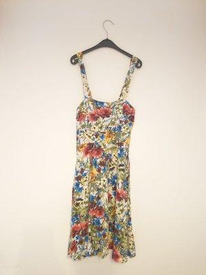 Sommerkleid mit floralem Motiv