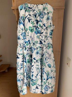 Sommerkleid mit floralem Muster