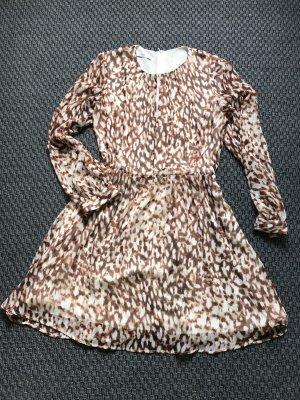 Sommerkleid mit leichtem Glanzeffekt