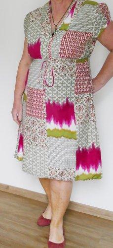 Sommerkleid mit Mustermix