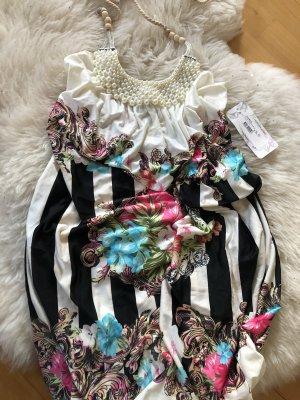 Sommerkleid mit Perlenverziehrung