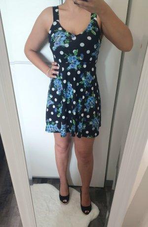Sommerkleid mit Polka Dots und Blumenmuster