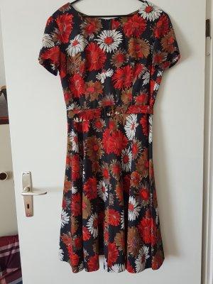 Sommerkleid mit schönem Blumenprint!