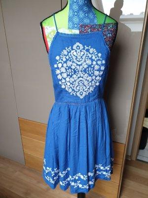 Sommerkleid mit stickerei
