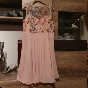 Sommerkleid mit Stickerrei