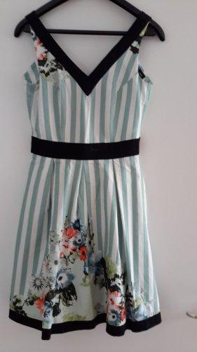 Sommerkleid mit Streifen und Blumenprint