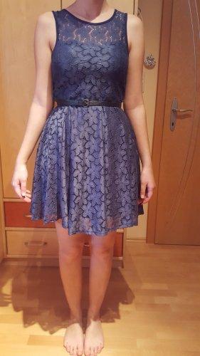 Sommerkleid mit Taillengürtel
