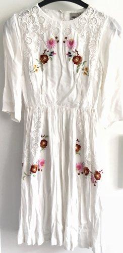 Sommerkleid mit weitem Rückenausschnitt