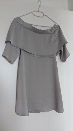 River Island Vestido estilo flounce gris claro