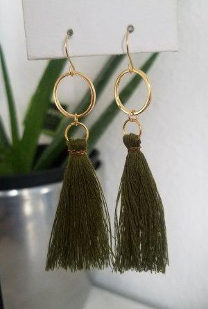 Sommerliche, handgemachte Boho-Ohrhänger mit Khaki-farbender Quaste (Goldfarben)
