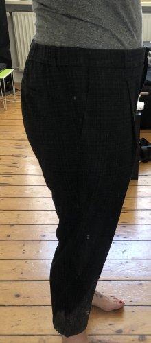 Sommerliche leichte karrierte Bundfaltenhose