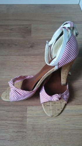 Sommerliche Sandalen aus Stoff rot-weiß, Kork