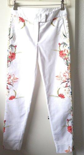 Sommerliche  weiße Hose mit Blumenmuster