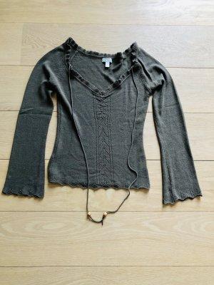 Sommerlicher Pullover mit weit fallendem Ausschnitt