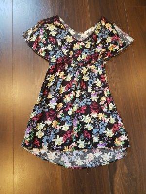 Sommerliches Kleid mit Blumen S/36
