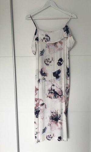 Sommerliches Kleid mit Blumenmuster
