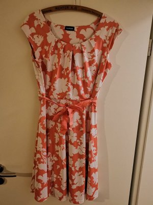 Sommerliches Kleid mit Blumenmuster - neu und ungetragen