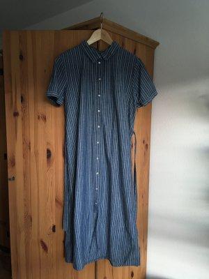 Sommerliches Kleid mit Streifen