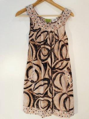 Sommerliches kurzes Kleid