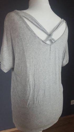 Sommerliches Shirt mit im Rückenausschnitt gekreuzten Bändern