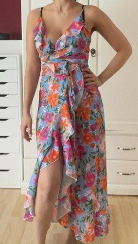 sommerliches wickelkleid mit schlitz am bein