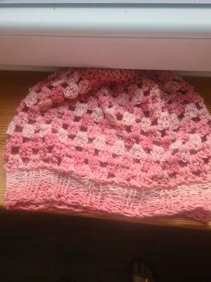 Bonnet en crochet saumon-rose