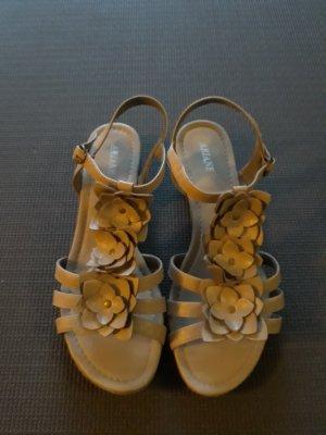 Ariane Sandalen met bandjes en hoge hakken beige