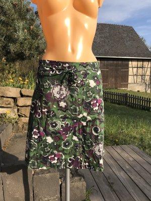 SOMMERSCHLUSSVERKAUF!!! * NUR NOCH DIESE WOCHE!!! * Superschöner A-Linien-Rock * mit floralem Muster in tollen Farben