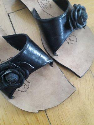 Sandalo con tacco nero-beige