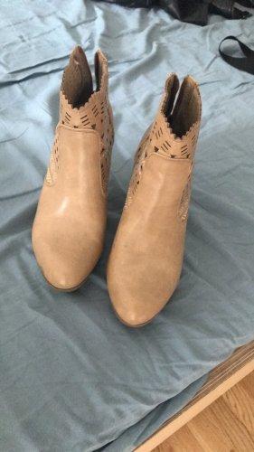 Never 2 Hot Desert Boots beige