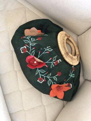 Sommertasche mit wunderschönen Blumen Stickerei