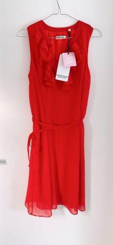 Sommertraum: süßes feminines rote Sommerkleid