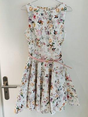 Sommertraum: wunderschönes Kleid mit Gürtel
