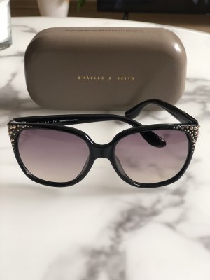 Charles & Keith Angular Shaped Sunglasses black