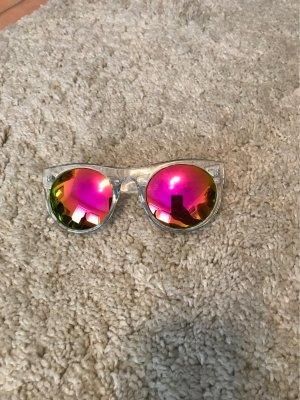 Sonnenbrille mit farbigen Gläsern und transparentem Gestell