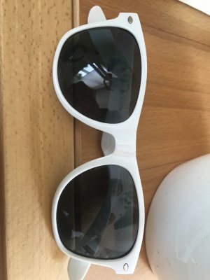 Sonnenbrille weiß