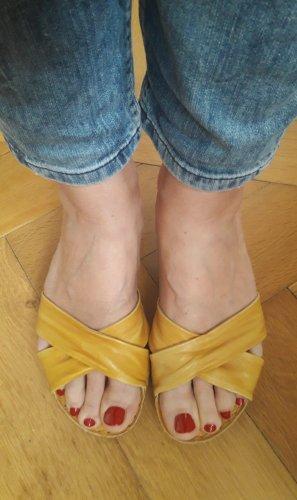 """""""Sonnengelbe Sandaletten"""" aus Leder von """"Aeros me"""", Gr. 40"""