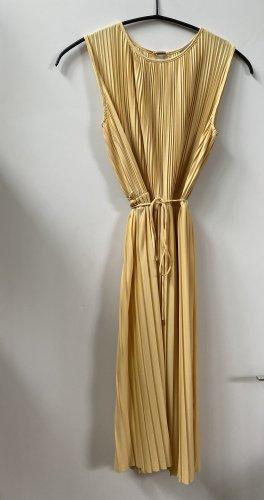 Sonniges Plissee-Kleid