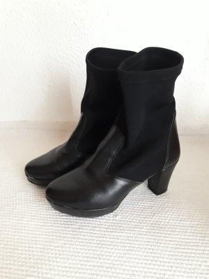 Spanische Stiefel. Leder und Stretchmaterial.
