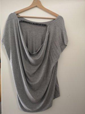 Camisa con cuello caído gris claro