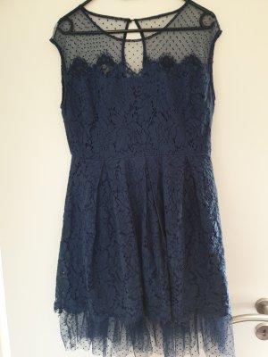Koronkowa sukienka ciemnoniebieski