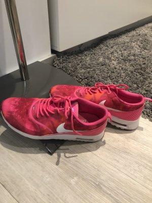 Nike Sandales à talons hauts et plateforme rouge clair