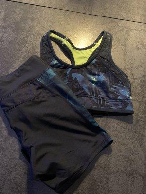 Sport-Set aus Shorts und Sport-BH